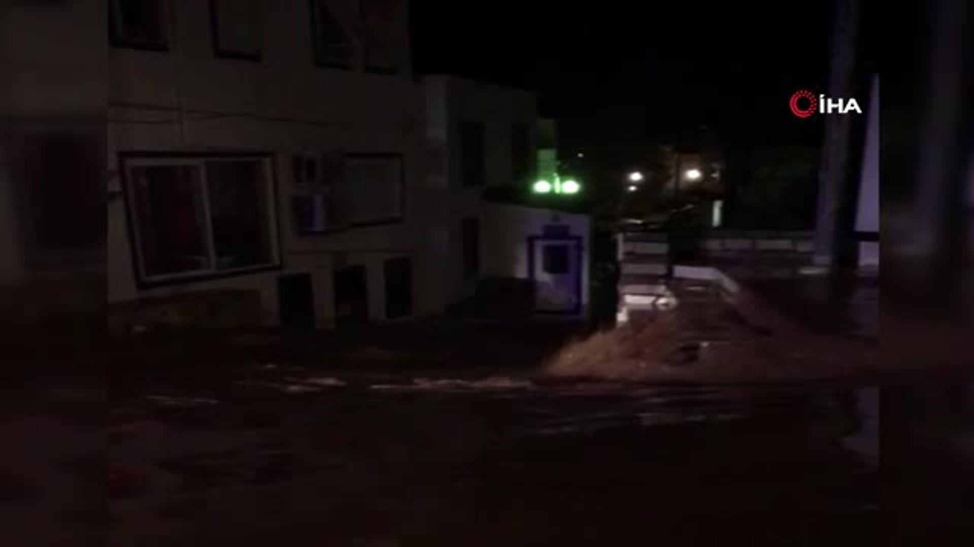 Bodrum'da Sel Felaketi... Asfaltlar Patladı, Otomobiller ve Motosikletler Sular İçinde Sürüklen
