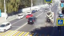 TIRES EXPLOSIONS ARE DANGEROUS, TIRES BLOWING UP COMPILATION 2018(1)