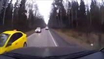 Il se prend un pneu de voiture en plein pare-brise... Pas de chance