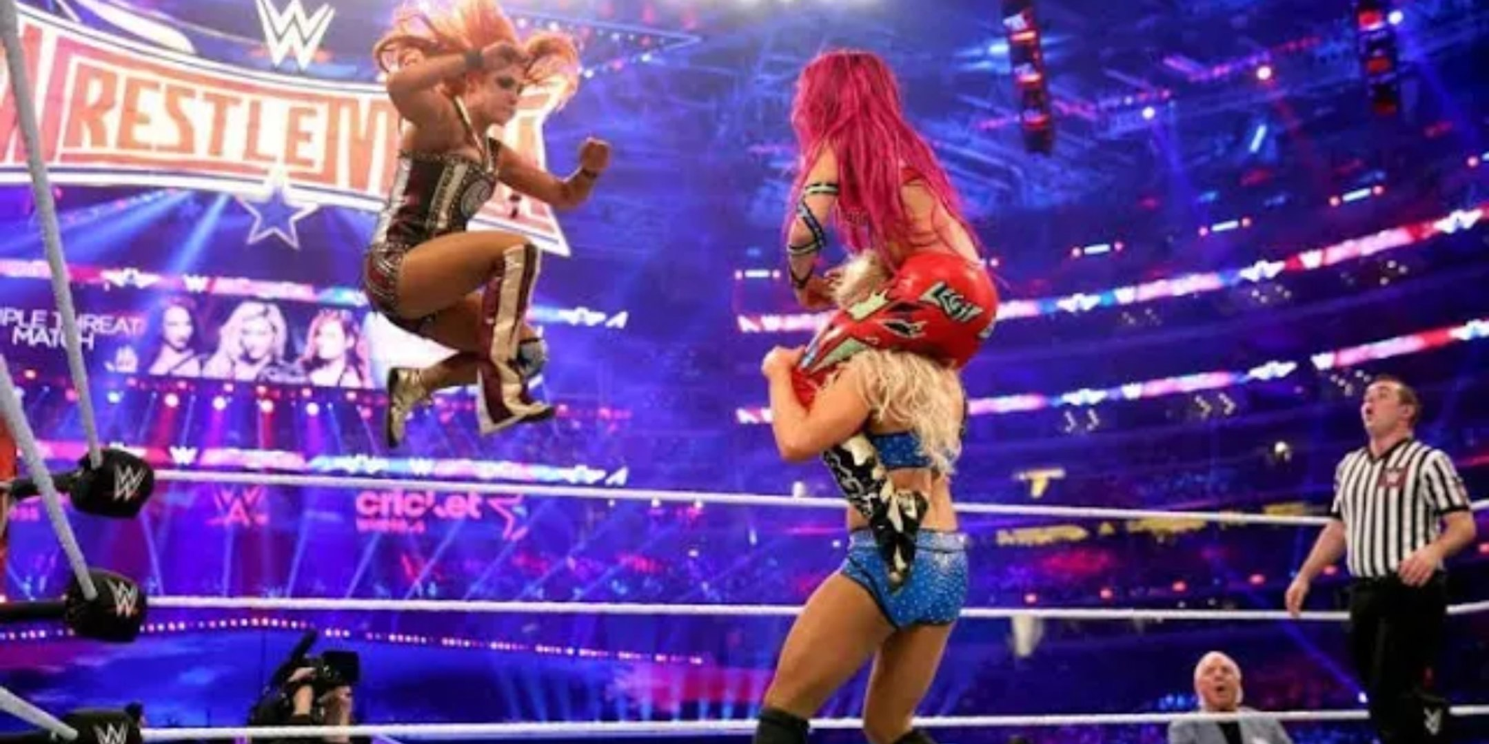 Sasha Banks vs Charlotte Flair vs Becky Lynch WrestleMania 32 ...