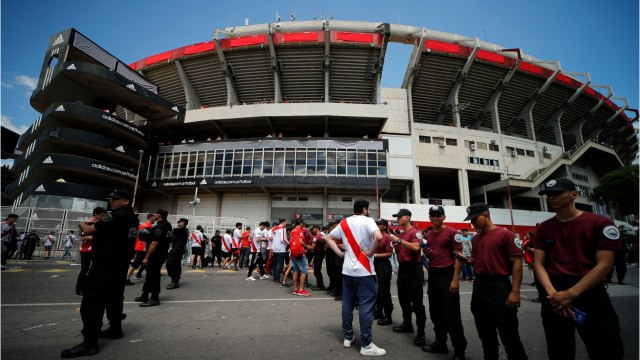 Argentine Football Match Delayed After Team Bus Attacked