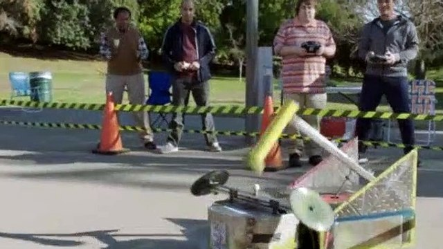 Modern Family S09E19 CHiPs and Salsa