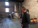 Eric Cordelle, de la Distillerie du Vercors, détaille le processus de fabrication du whisky