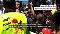 Annick Girardin à La Réunion s'exprime devant les habitants et dit comprendre leur souffrance