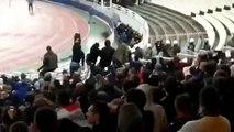 Incroyables scènes de violences dans les tribunes lors du match AEK Athènes - Ajax Amsterdam.