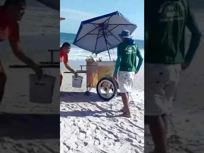Carrinho de milho pega fogo na Praia do Francês