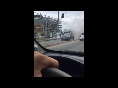 Incêndio em caminhão baú deixa trânsito lento na Avenida Gustavo Paíva