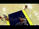 NBA BASKET BALL - Stromile Swift dunks on Yao Ming