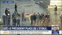 Emmanuel Macron et Christophe Castaner arrivent devant la tombe du soldat inconnu, sous l'Arc de Triomphe