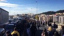 Les étudiants bloquent Marseille en marchant sur l'autoroute ! #GiletsJaunes