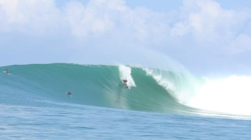 Back to Back Swells in the Mentawai islands | WOTD Surf travels