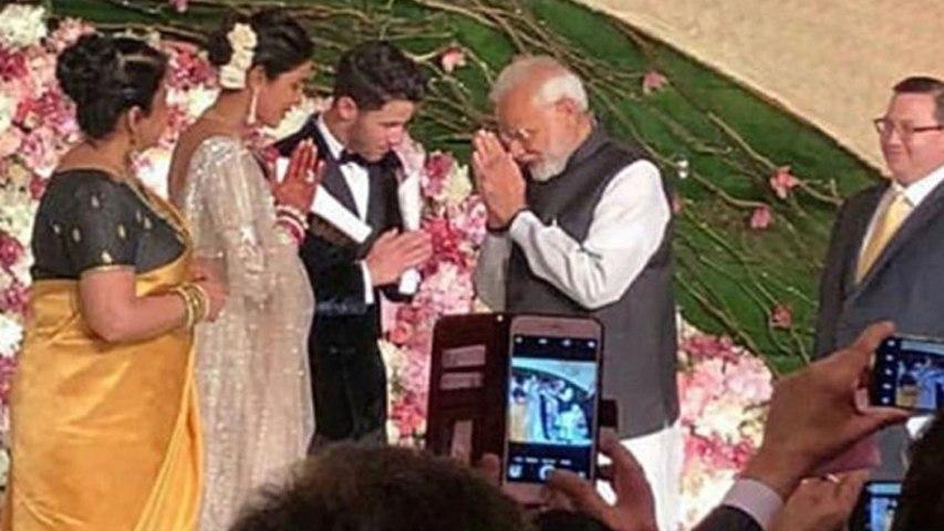 Priyanka और Nick के Reception में PM Narendra Modi ने पारंपारिक अंदाज में किया नमस्कार | Boldsky