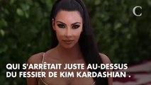 Quand Kim Kardashian se la joue Mireille Darc avec sa robe dos nu... Et bataille avec sa tenue