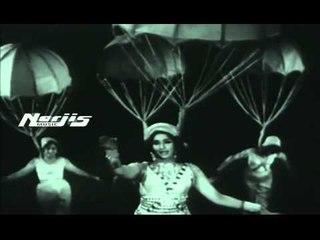 """Aa Hum Chale Aasma Ke Bhi Aage"" | Asha Bhosle | Trip To Moon Movie"