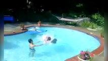 Voici la façon la plus cool d'entrer dans une piscine