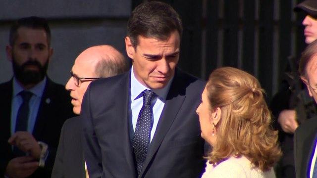 Pedro Sánchez recibe abucheos a su llegada y salida del homenaje a la Constitución
