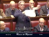 Manovra, il deputato Mollicone (FdI) strappa la legge di bilancio in aula