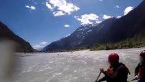 Des touristes en kayak se font charger et poursuivre par un ours. Flippant