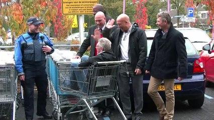 Wethouder Mijnans praat over winkelwagentjes overlast - WC Akkerhof / Spijkenisse