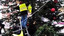 Les Gilets jaunes du Magny redécorent le sapin de Noël de Montceau