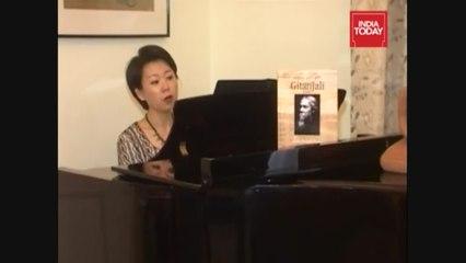 Watch: This Korean American sings Rabindra Sangeet