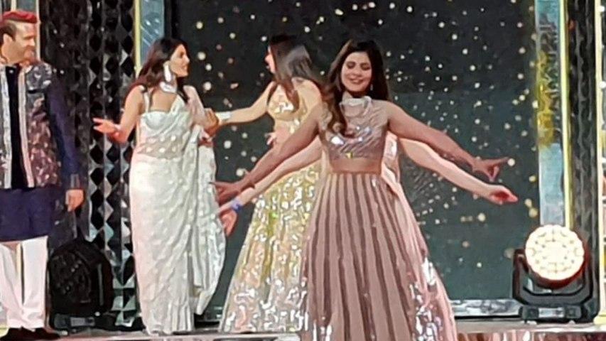 Isha Ambani Wedding: Isha और Anand Piramal संग नाची Priyanka Chopra; Watch Video | Boldsky