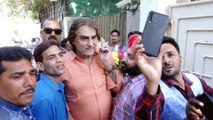 Dharmendra Celebrates His Birthday With Fans and Thanks Them
