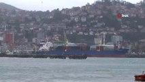 Zonguldak'ta Kuvvetli Fırtına...yağmurla Birlikte Şiddetini Artıran Dalgalar Zaman Zaman Liman...