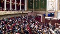 Edouard Philippe défend les mesures du président à l'Assemblée