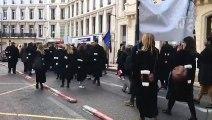 Marseille - Manif des avocats en colère :  200 à 300 robes noires revendiquent leurs droits