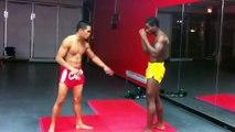 Ce combattant se fait briser la jambe par un low-kick puissant... Douloureux!