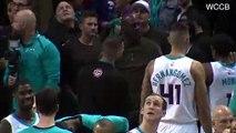 ¡Michael Jordan le Suelta Dos Collejas a Malik Monk por un Técnica!