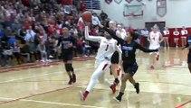 Une basketteuse termine son coast-to-coast par un dunk !