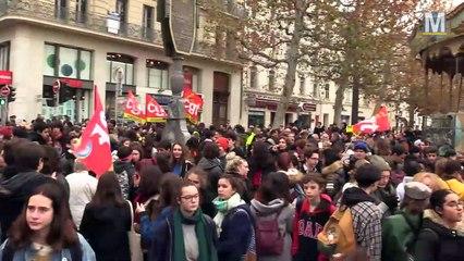 Syndicats divers et étudiants à nouveau dans la rue