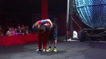Ce spectateur est mis KO pendant un tour au cirque... Oups