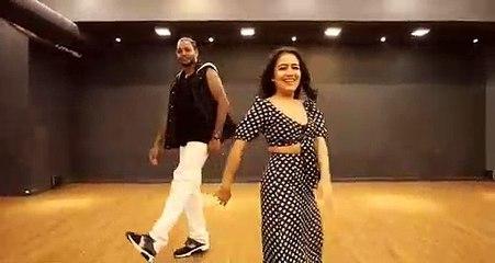 AANKH MAREY _ NEHA KAKKAR dances to her own song _
