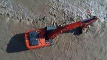 Antalya Boğaçay'da iş makinesi suya gömüldü