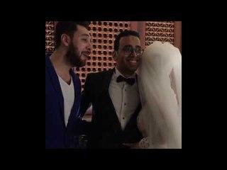لحظات رومانسية جداً بين صديق مصطفي الشعيبي وزوجتة أثناء غناء أغنيه بحبك ليه من حفل زفافه