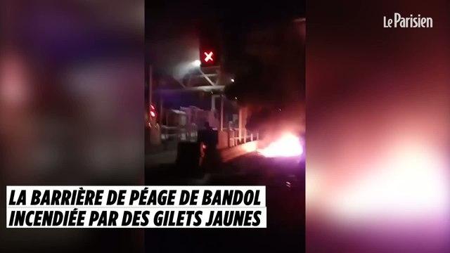 La barrière de péage de Bandol incendiée par des Gilets jaunes