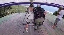 Deux hommes ratent leur décollage en deltaplane et font une grosse chute !