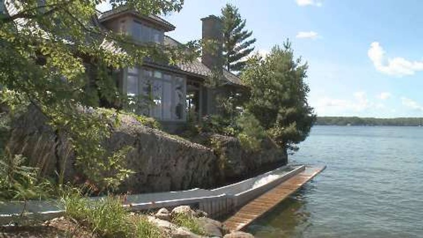 Tour this breathtaking Muskoka cottage