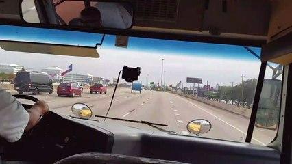 Insolite : quand tu croises un rouleau géant sur l'autoroute