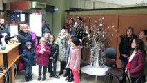 Chants de Noël dans les commerces de Pont-à-Mousson par la chorale Kidstarz de l'école de musique Charles Boquet.