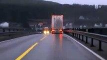 Un conducteur très chanceux  frole le pire au passage d'un camion... Fou