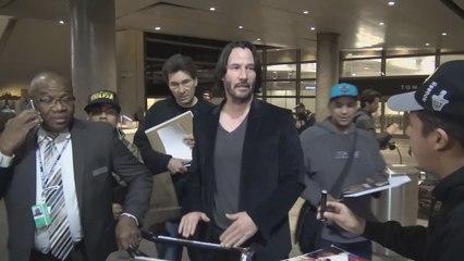 Keanu Reeves se ofrece a hacer Lobezno
