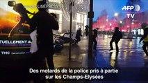 """""""Gilets jaunes"""": des motards de la police pris à partie à Paris"""
