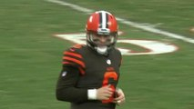 Baker Mayfield stares down Hue Jackson after Njoku's 66-yard catch