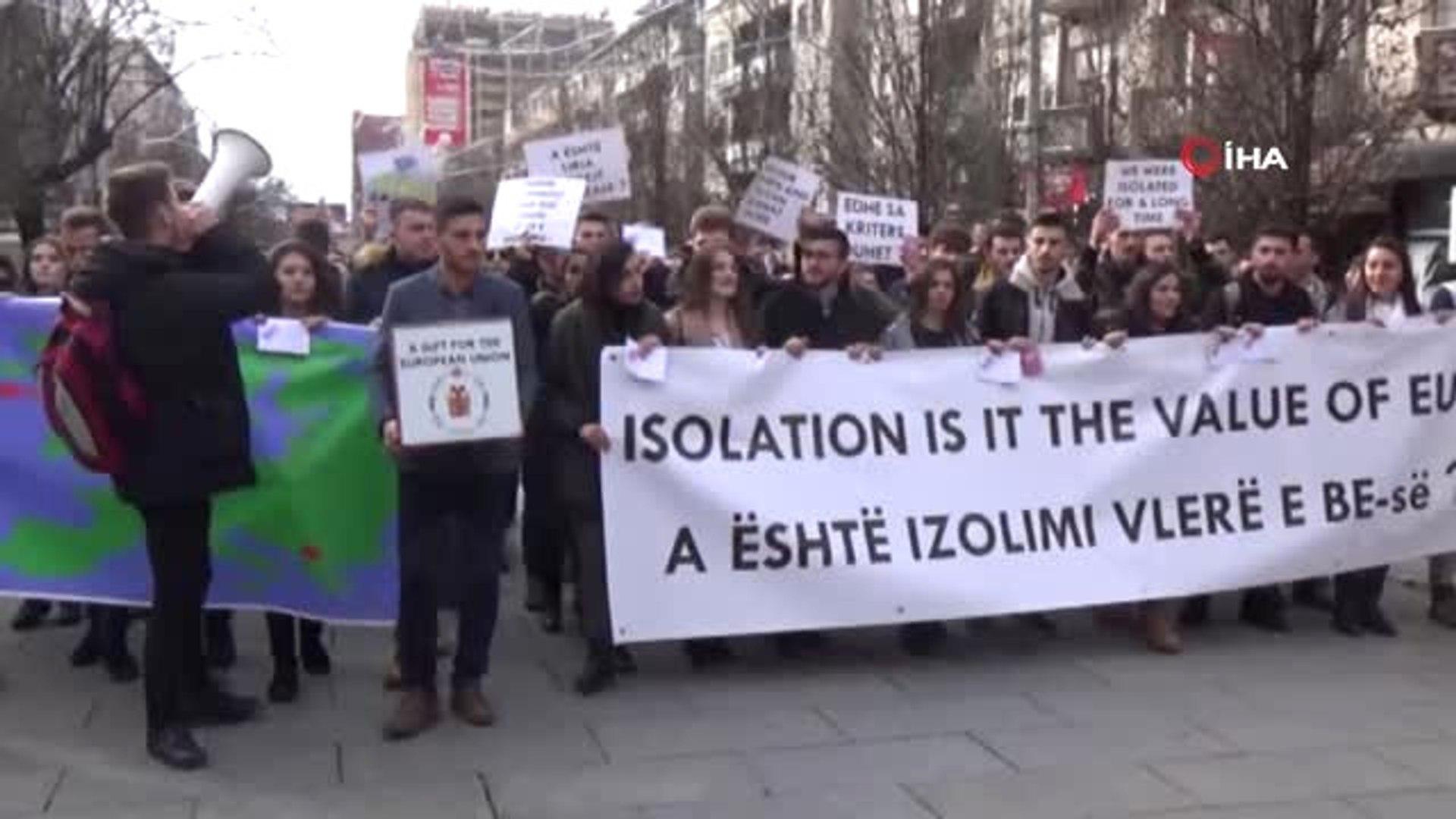 Kosovalı Öğrenciler AB'yi Protesto Etti- Öğrenci Temsilcisi Edison Syla: -