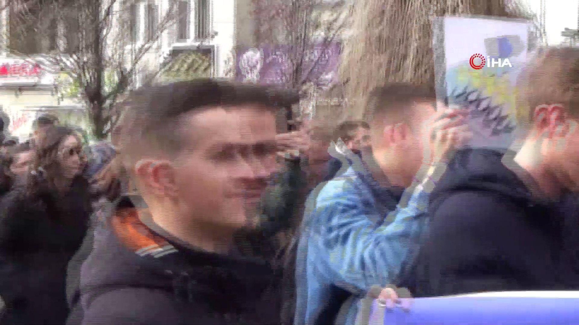 """Kosovalı Öğrenciler Ab'yi Protesto Etti- Öğrenci Temsilcisi Edison Syla:- """"95 Kriter Yanında Yerine"""