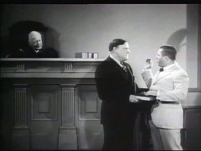 3 Stooges: Disorder in the Court